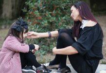 Perché i bambini fanno più capricci con la mamma
